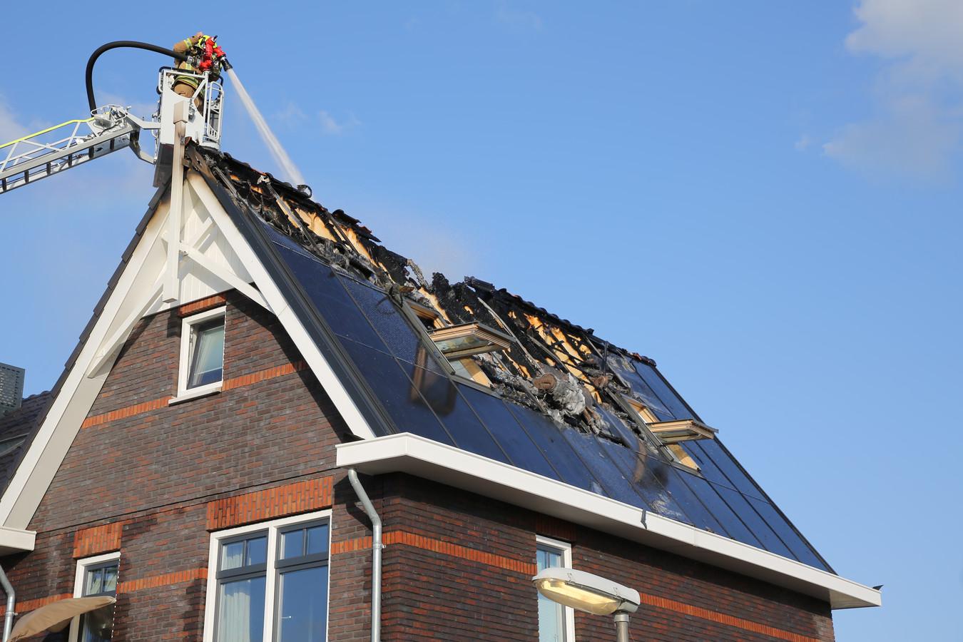 Brand Door Indak Zonnepanelen Het Zonnepanelen Huis